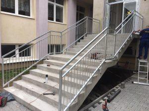 pozinkované zábradlí schodiště